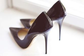 shoes black pointy toe stilletos shiny