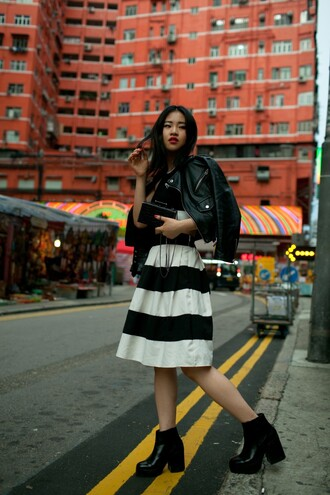 la vagabond dame blogger thick heel striped skirt leather jacket pouch