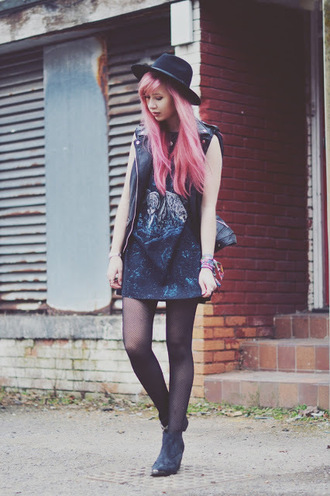 amy valentine blogger hat jewels sweater jacket t-shirt shoes dress bag
