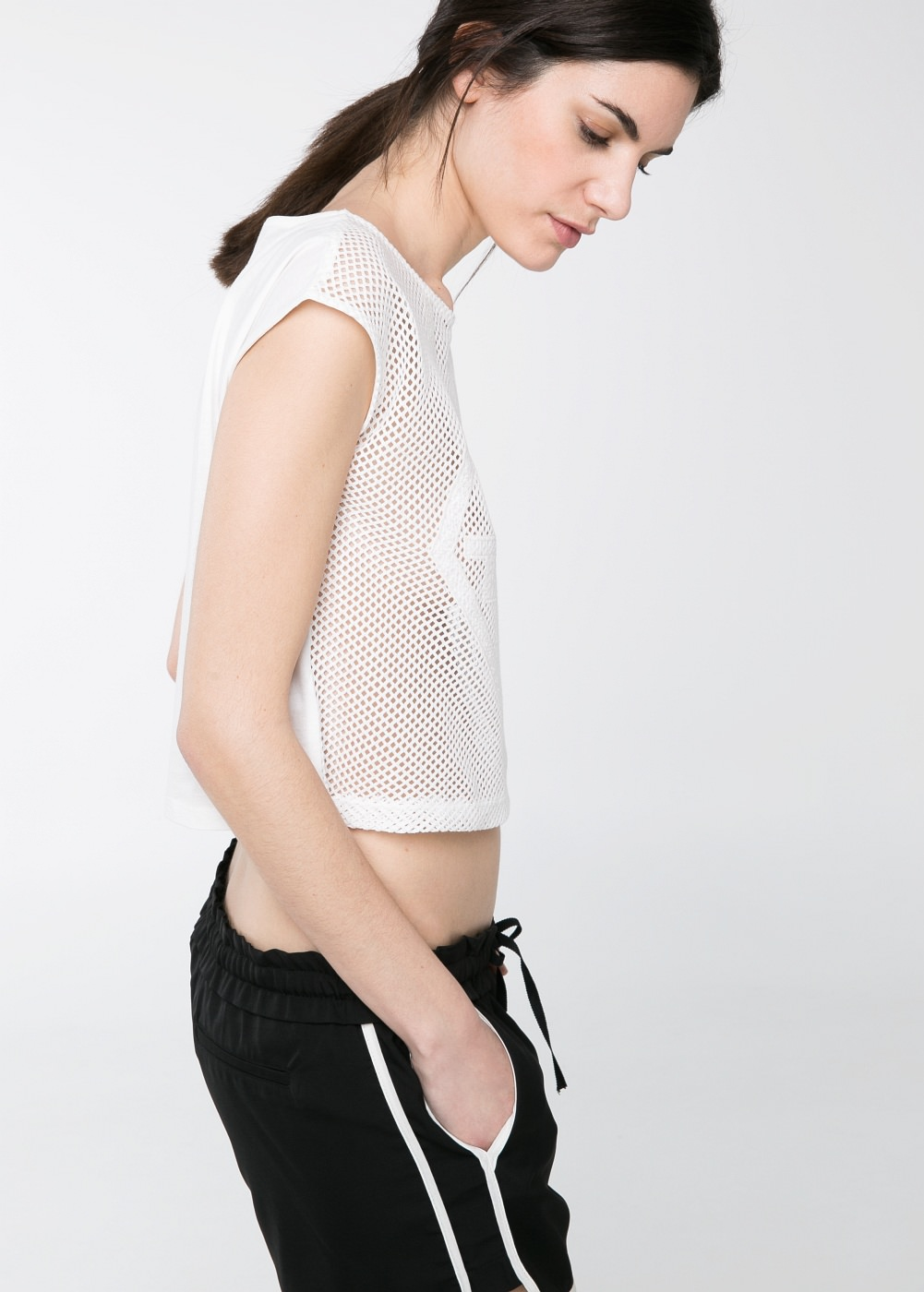 Top cropped calado -  Camisetas y tops - Mujer - MANGO