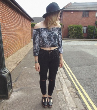 the velvet black grunge blogger top jeans shoes jewels