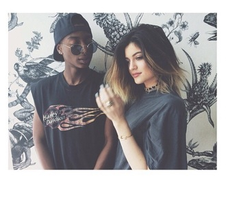 oversized kylie jenner t-shirt hipster sunglasses black accessories short hair ring necklace sunglasses hipster