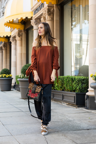 louise roe blogger top pants tank top bag off the shoulder top handbag fall outfits