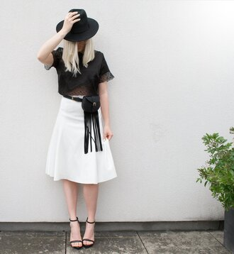 style lime light blogger fringed bag black top black crop top white skirt black hat black sandals