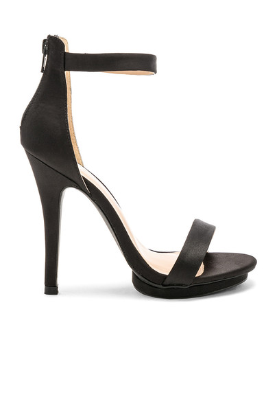 heel black shoes