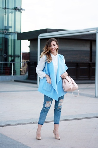 let's talk about fashion ! blogger blouse sleeveless coat white blouse blue coat ripped jeans cropped jeans pink bag