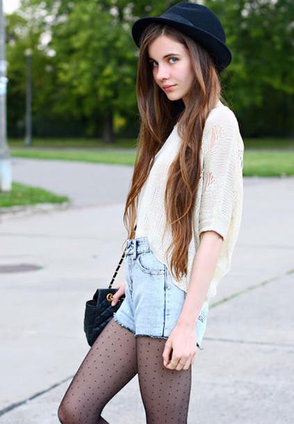 hat blouse shorts tights bag