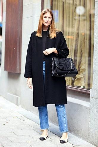 le fashion image blogger mom jeans black coat crocodile black leather bag ballet flats