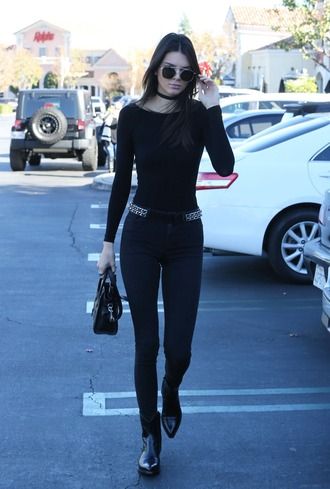 top belt boots fall outfits kendall jenner all black everything off the shoulder jewels kendall jenner jewelry black keeping up with the kardashians model model off-duty necklace choker necklace black choker celebrity style