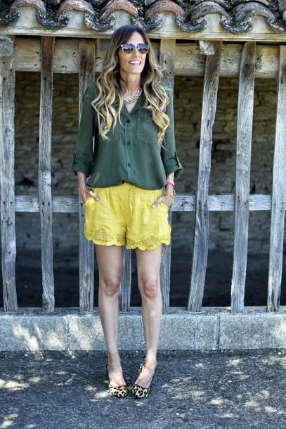 rebel attitude blogger shorts shirt t-shirt jewels sunglasses