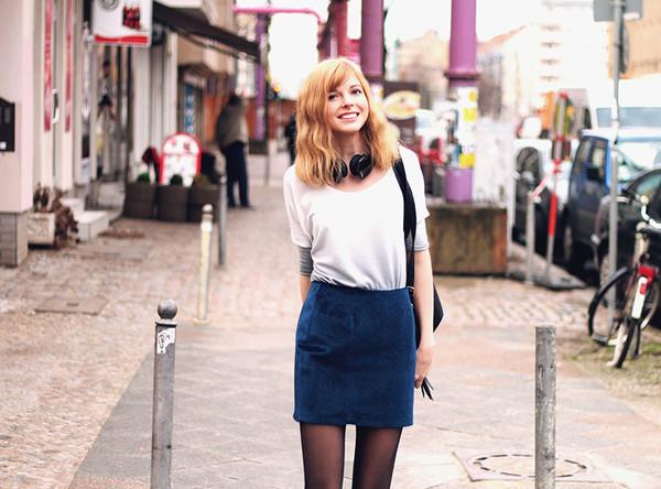 bekleidet t-shirt skirt shoes