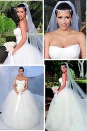 dress,wedding dress,white,puffy,veil,head jewels,heart corset,pretty