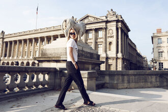 oracle fox blogger black pants white t-shirt