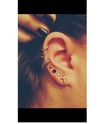 jewels earrings ear black nails brown hair girly girl