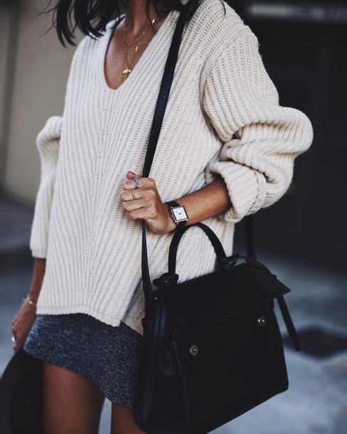 how to wear a black oversized sweater