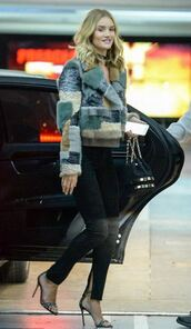 fur,fur jacket,rosie huntington-whiteley,sandals,jeans,jewels,jewelry,necklace,black choker,choker necklace,90s style,grunge jewelry,grunge,90s grunge,model,model off-duty,celebrity style,printed fur jacket