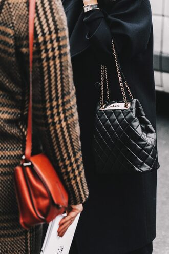 bag fashion week 2017 streetstyle black bag fashion week street style chain bag quilted quilted bag chanel chanel bag coat black coat