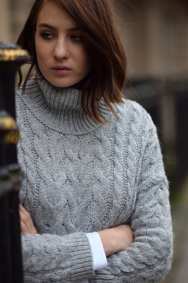 blogger grey sweater shot from the street