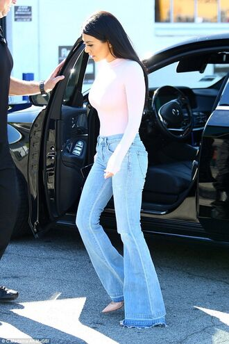 shirt kourtney kardashian kourtney kardashian style kardashians heels jeans long shirt pink pink heels pink shirt