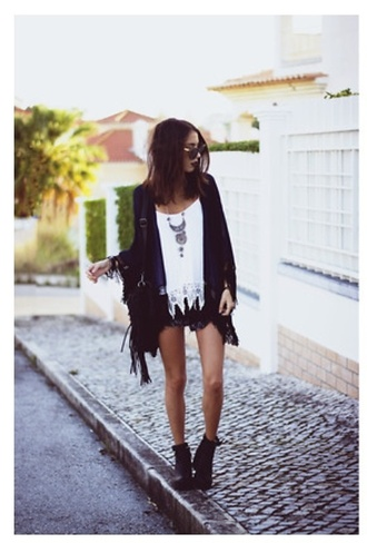 girl outside vest holes hipstermindie sunglasses streets bag jewels
