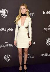 dress,white dress,short dress,bodycon dress,choker necklace,necklace,sandals,high heel sandals,long sleeves,black sandals,clubwear,club dress,party dress,nicola peltz,celebrity,jewels,celebrity style,celebstyle for less,black choker