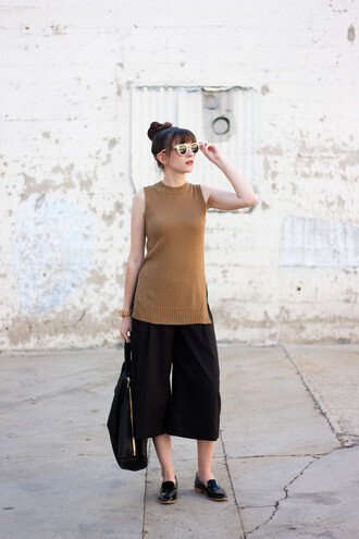 jeans and a teacup blogger sweater tank top shoes bag sunglasses jewels black pants nude top slit top round sunglasses flats black flats
