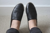 shoes,chanel,espadrilles,flats,black leather,shirt