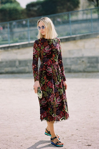 blogger vanessa jackman sandals round sunglasses midi dress floral dress