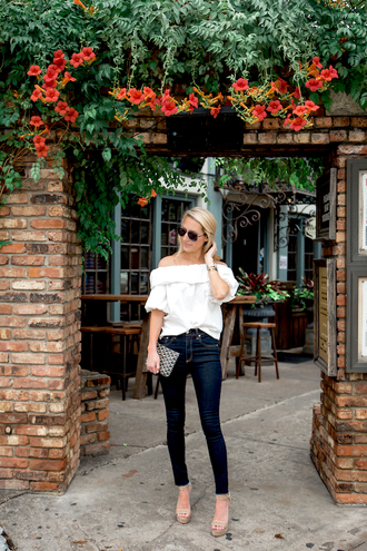 krystal schlegel blogger shoes off the shoulder skinny jeans clutch wedges white top aviator sunglasses