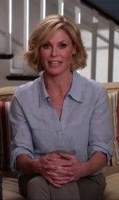 shirt,claire dunphy,modern family,julie bowen,blue,buttons,saks