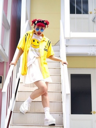 t-shirt shirt white smiley kawaii kawaii grunge japanese fashion japan jacket yellow soft grunge skirt platform shoes platform sneakers coline