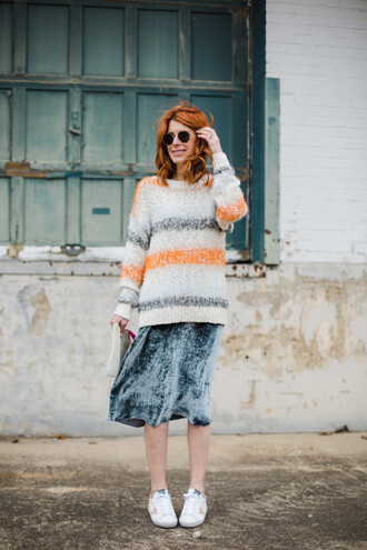 themiddlepage blogger sweater bag shoes
