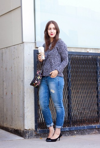 adventures in fashion blogger jeans bag jewels grey sweater ripped black heels