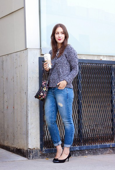 bag jewels jeans adventures in fashion blogger grey sweater ripped black heels