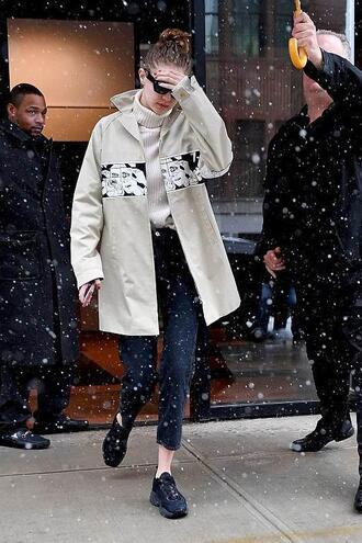 jacket top turtleneck pants gigi hadid model off-duty streetstyle