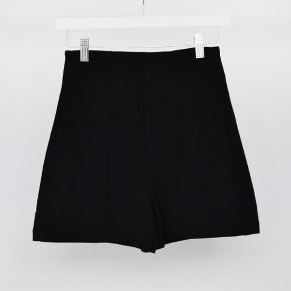 Victoria Kills Shorts | Vanity Row