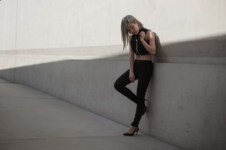 feral creature blogger body chain all black everything black heels black jeans black crop top