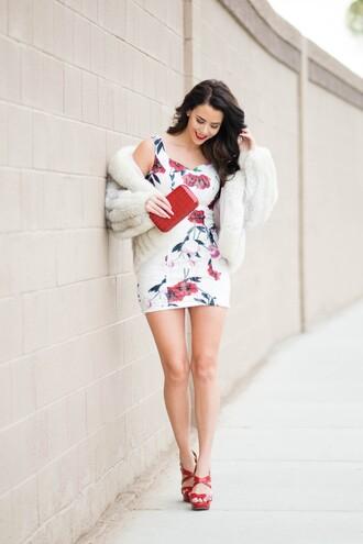 fashion addict blogger mini dress platform shoes faux fur jacket floral dress
