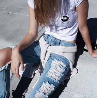 shirt grunge lips pale jeans white crop tops ripped jeans white t-shirt