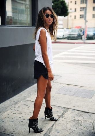 sincerely jules blogger ankle boots fringed top white top black shorts