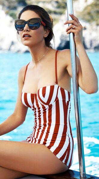 swimwear bandeau swimsuit bandeau stripes sunglasses one piece swimsuit jewels jewelry necklace gold choker necklace gold jewelry gold necklace gold choker summer