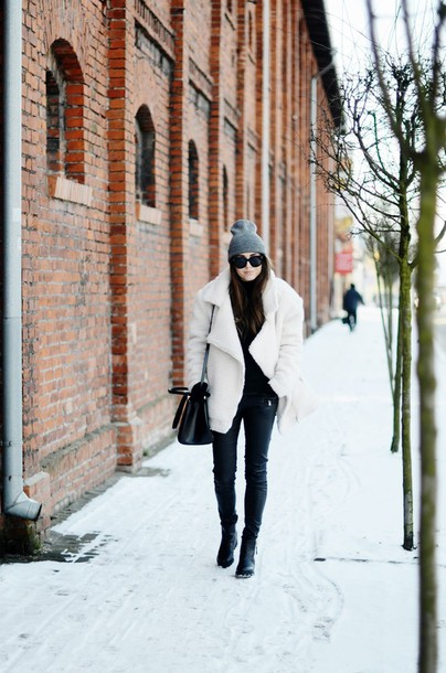 jestem kasia blogger shearling jacket beanie winter coat winter outfits jacket pants hat sunglasses bag shoes