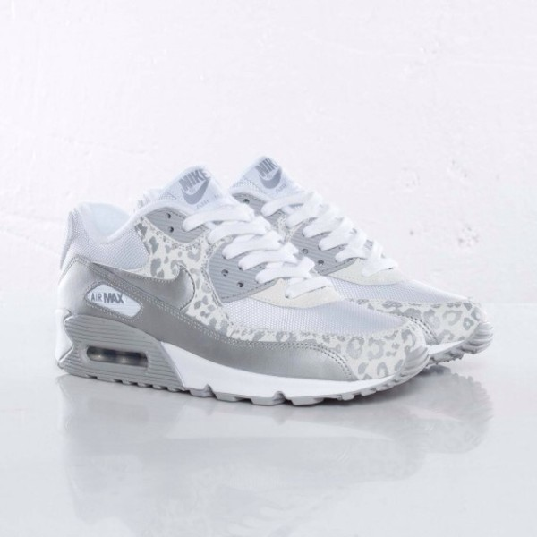 shoes nike nike air nike sneakers crop tops tank top high top sneakers top t-shirt jeans skinny pants leggings nike air max 90 snow leopard air max leopard print white white leopard nike air max 90