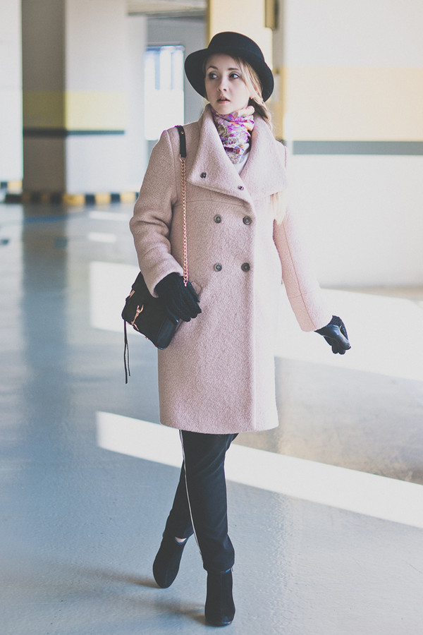 my blonde gal coat bag sweater scarf shoes hat pants