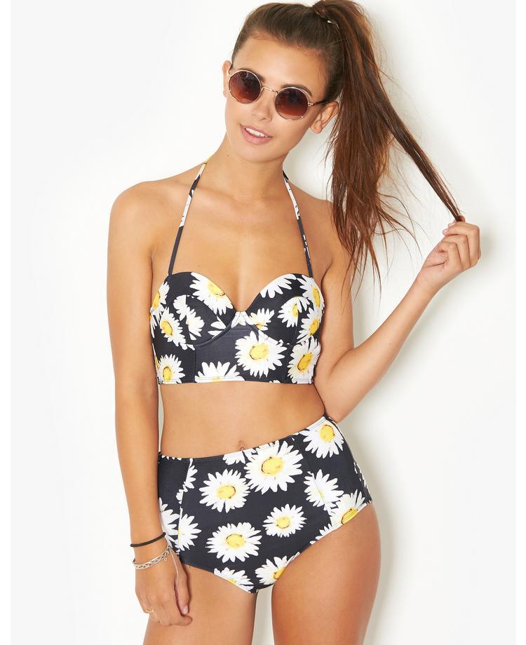 Daisy In A Bikini