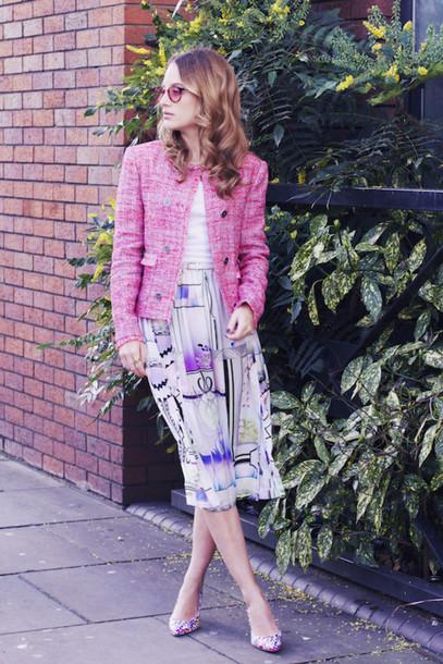 at fashion forte blogger jacket t-shirt skirt sunglasses jewels shoes