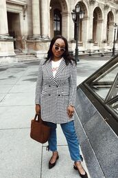 shoes,mid heel pumps,jeans,bag,coat,checkered,white t-shirt,sunglasses