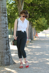pants,capri pants,polka dots capri pants,polka dots,black pants,sandals,red sandals,shirt,white sandals,bag,striped bag,sunglasses,sleeveless,spring outfits