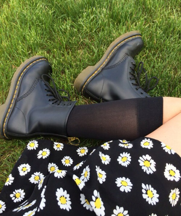 shoes skirt daisy yellow black skirt DrMartens instagram summer outfits