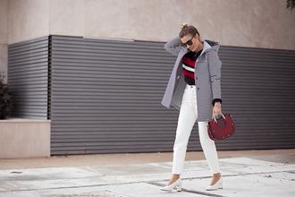 mi aventura con la moda blogger coat sweater bag jeans shoes jewels t-shirt pumps winter outfits white pants